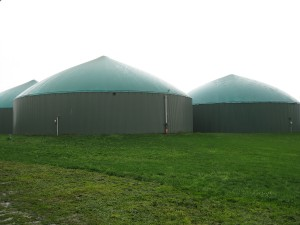 Diverting even just a portion of the world's food waste to waste-to-energy (WTE) systems could free up large amounts of landfill space while powering our vehicles and heating our homes, and thus putting a significant dent in our collective carbon footprint. Pictured: Three Anaerobic Digestion WTE tanks in Fenville, MI. Photo: eXtension Farm Energy