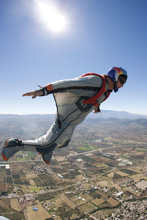 Shane McConkey performs in Mexico with the Red Bull Air Force on October 27, 2007. Photo: Alfredo Martinez/Red Bull Content Pool
