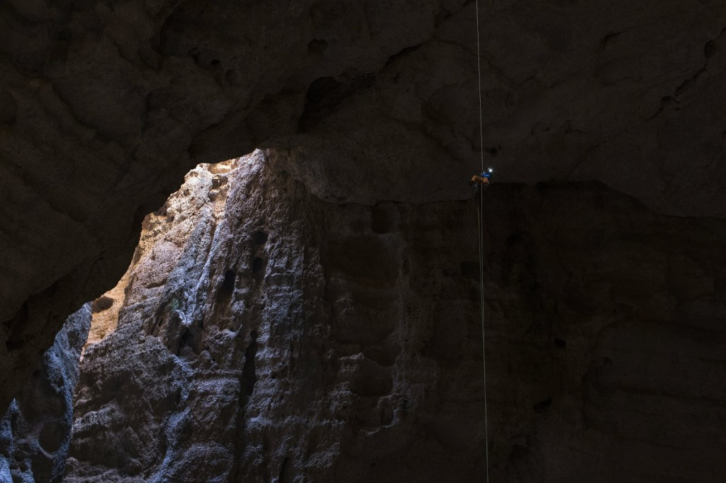 Stefan Glowacz rappels down from the last pitch, Cave Majlis Al Chinn, Oman on February 24th, 2014   // Klaus Fengler/Red Bull Content Pool // P-20140318-00018 // Usage for editorial use only // Please go to www.redbullcontentpool.com for further information. //
