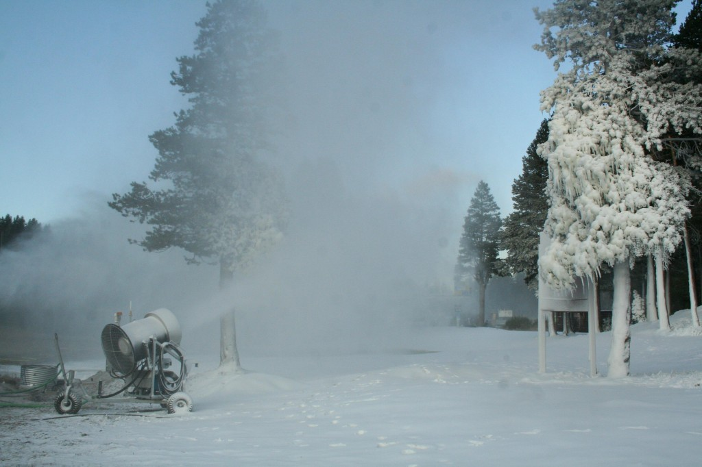 Snowmaking at Boreal.