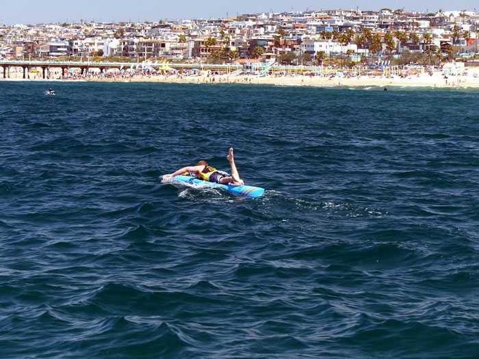 Ryan approaching the finish of the 2014 Catalina Classic Paddleboard Race (Johnny Kessel).