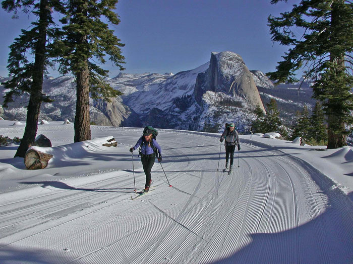 Glacier-Point-Road-Cross-Country-Skiers-and-Half-Dome