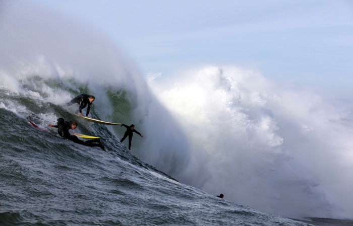 Bianca goes deep while the crowd tries to tag along at Mavericks (Sachi Cunningham).