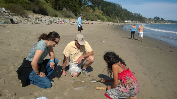 Micro debris survey with Homer and students (Patricia Lieberg-Clark).