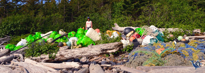 Beach trash pile (Jim Holm).