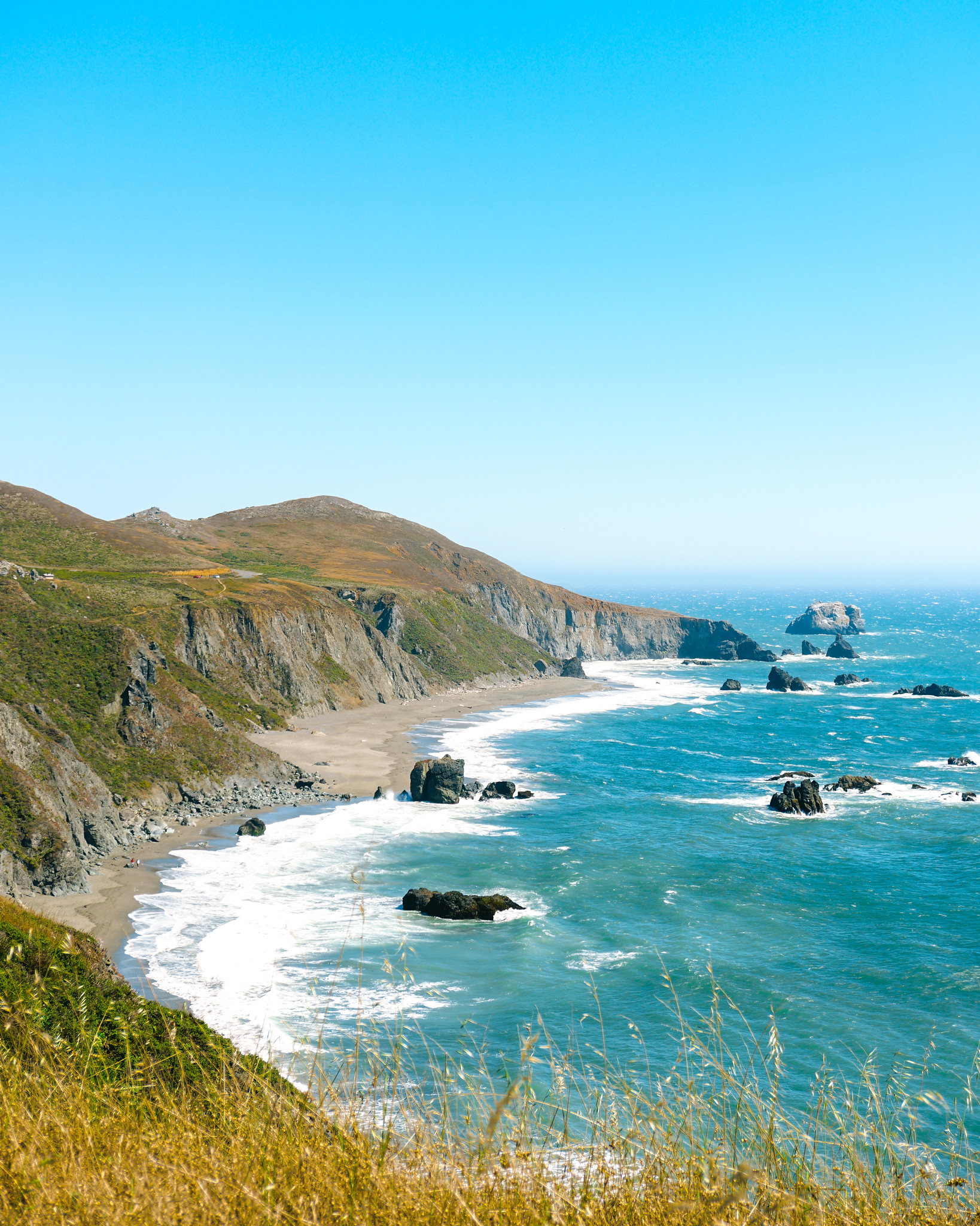 Turquoise waters on the west coast, at Sonoma Coast State Park, Blind Beach.